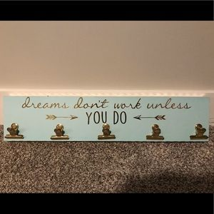 Inspirational Wall Decor with 5 Gold Clips